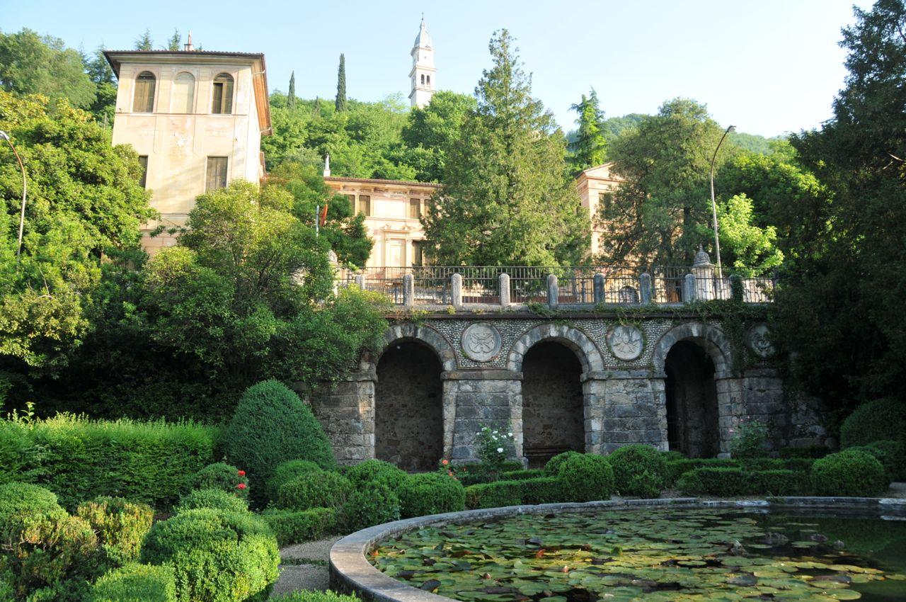 Parco di Villa Rossi  - Vasca circolare